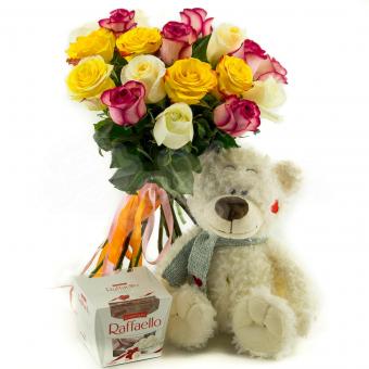 15 Эквадорских роз с мягкой игрушкой и конфетами Raffaello