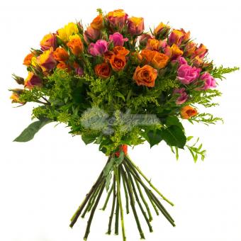 Букет из 11 кустовых роз с зеленью